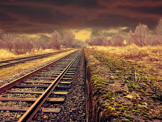 railway-508568_640-2.jpg