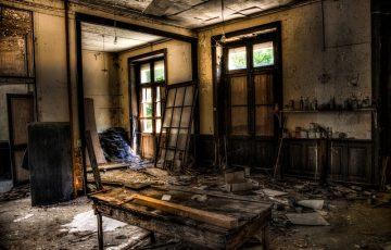 abandonded-1017454_640