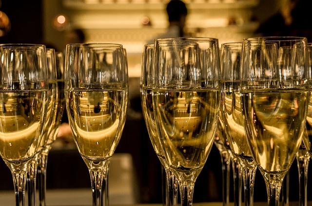 champagne-583410_640