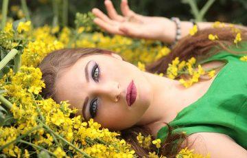 girl-1319114_640
