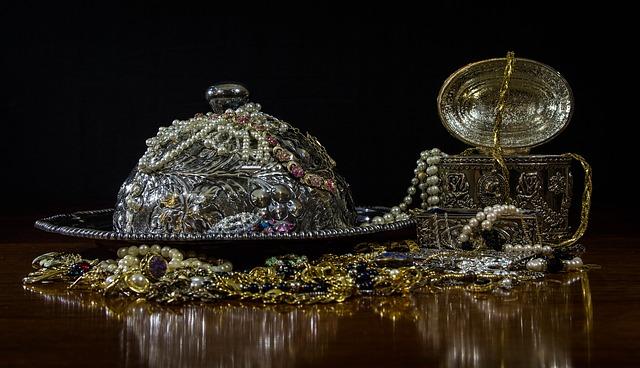 jewels-395112_640