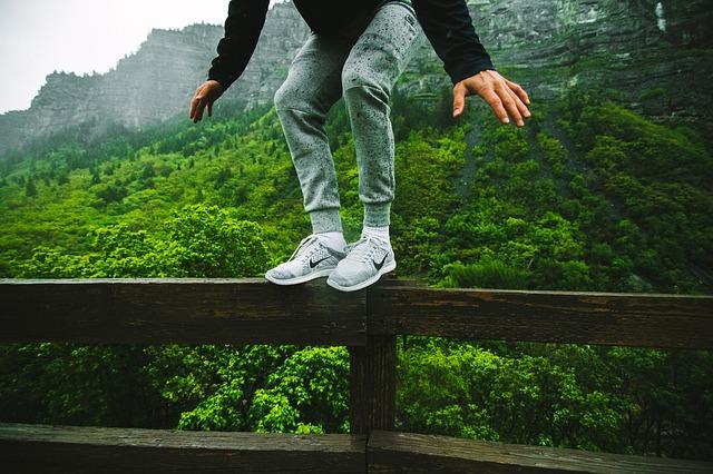 jump-863058_640