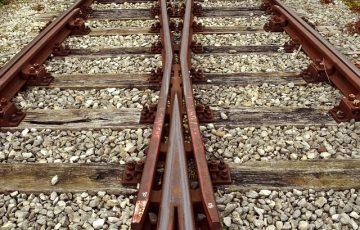 track-2906667_640