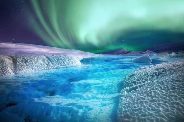aurora-borealis-4038299_640