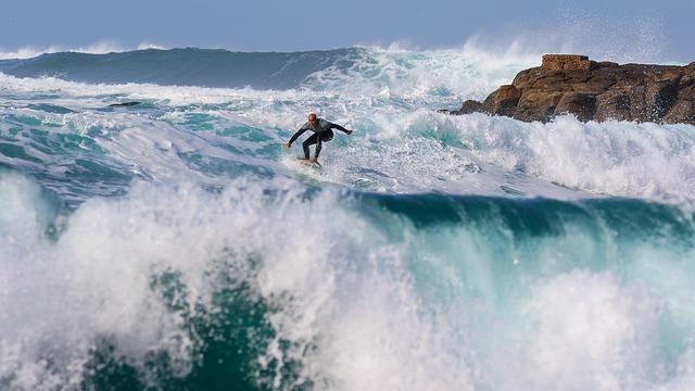 surfer-2335088_640