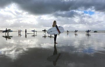 surfers-4390427_640