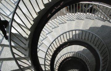 stairs-1074141_640.jpg