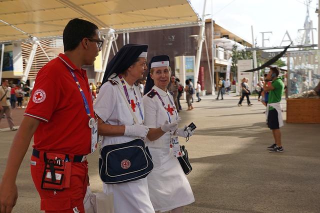 nurse-920318_640