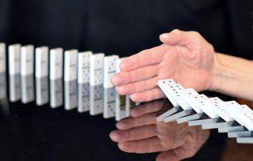 domino-665547_640