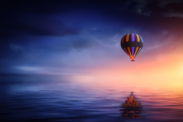 hot-air-balloon-2411851_640