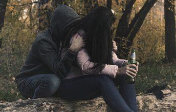 female-alcoholism-2847443_640