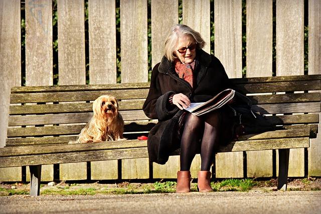elderly-lady-4025995_640