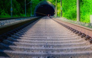 track-4308559_640